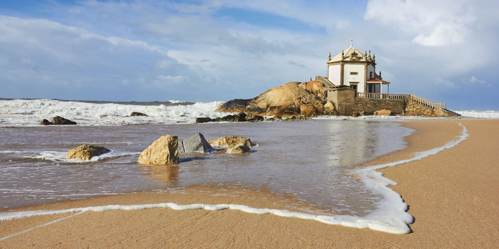 Senhor da Pedra beach